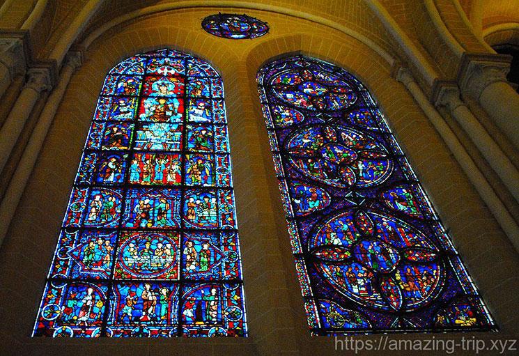 シャルトル大聖堂のステンドグラス「ブルーのマリア」