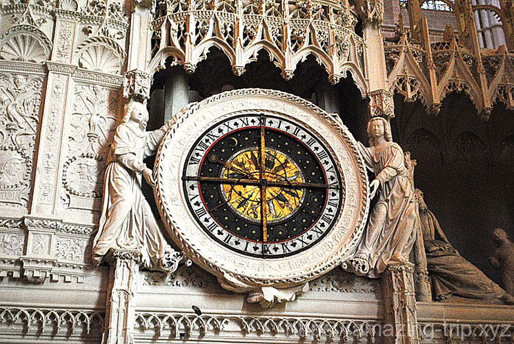 大聖堂内部の大時計