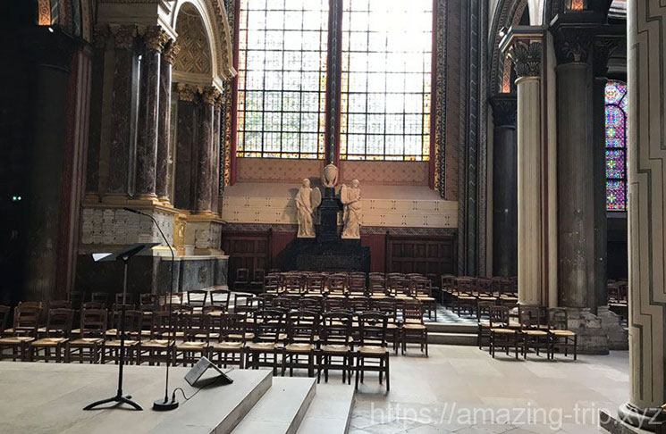 教会内部の景観