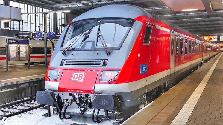 ミュンヘン駅のドイツ国鉄DBの列車