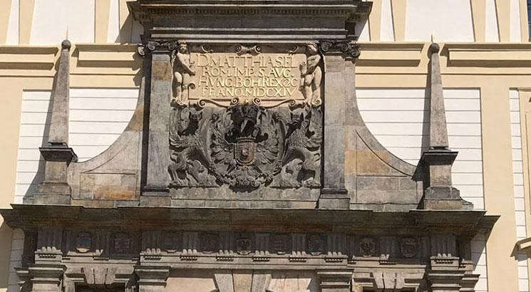 マチアス門の紋章