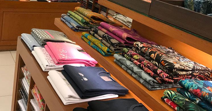 ジムトンプソンのスカーフとT-シャツ