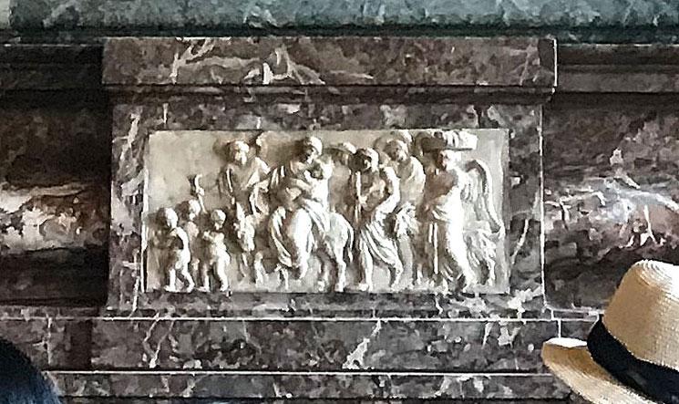 ディアナの間 暖炉上部の浅浮彫