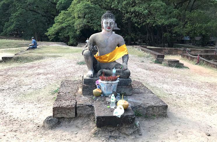 ライ王の像