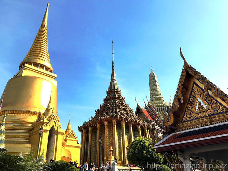 ワット・プラケオの仏塔と経堂
