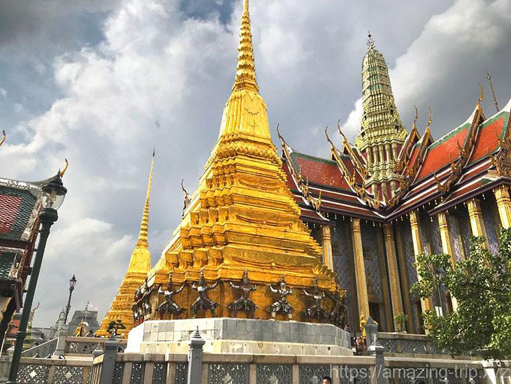 2基の仏塔 プラ・スワンナ・チェ―ディー