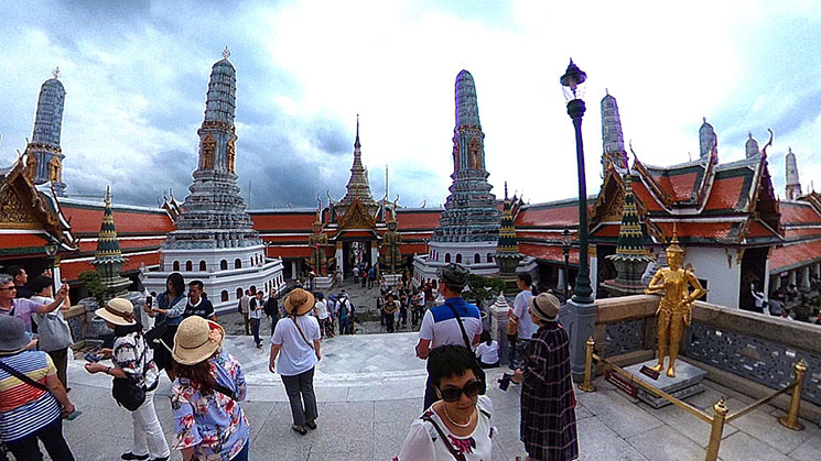 8基の仏塔