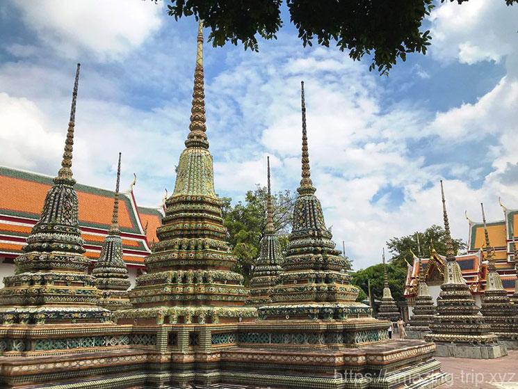 4基の仏塔