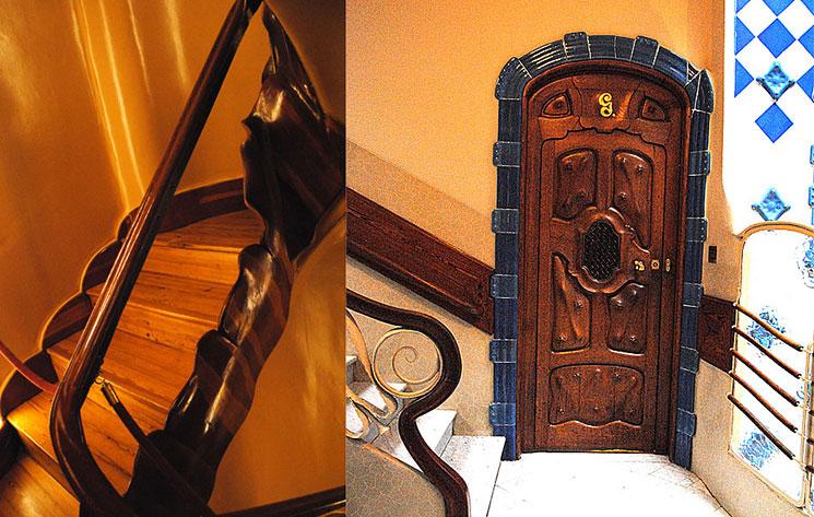 入口ホールの階段と階段途中の扉