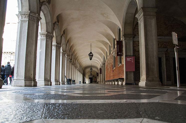 ドゥカーレ宮殿の回廊
