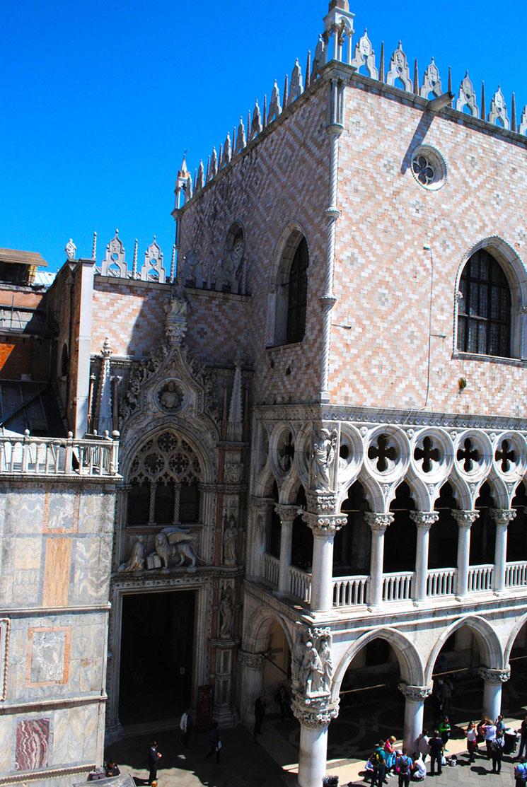 ドゥカーレ宮殿の建物