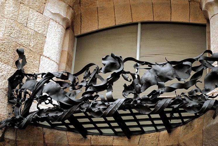 カサ・ミラ バルコニーの鍛鉄製の手すり