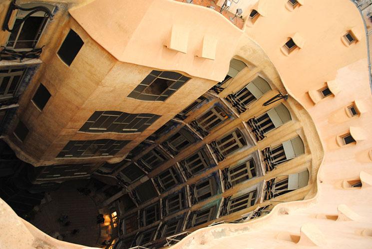 屋上から見る楕円形の中庭