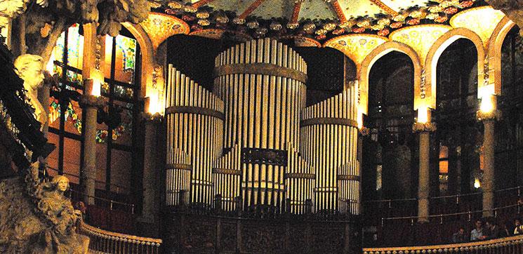 大ホールのパイプオルガン