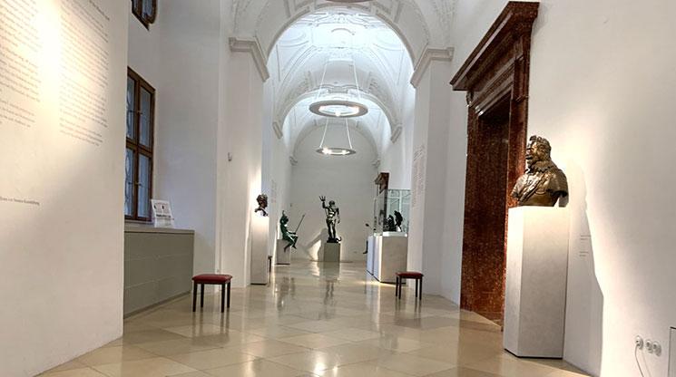 レジデンツ博物館内 ブロンズ像などの展示スペース