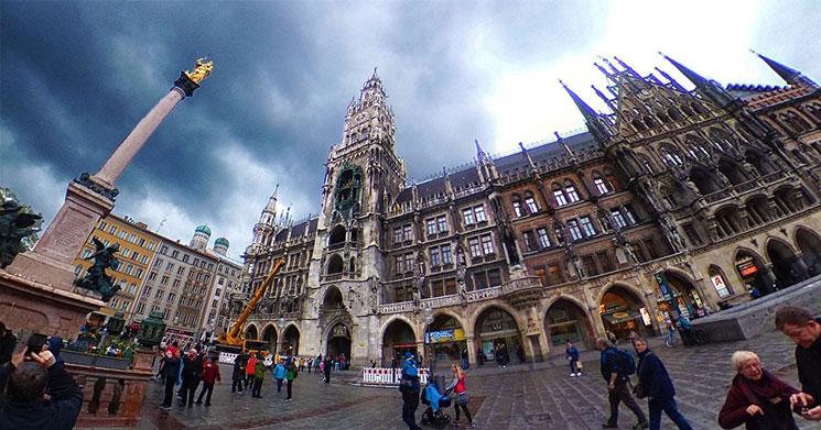 新市庁舎とマリエン広場