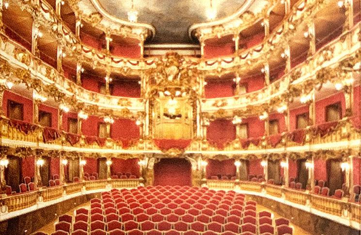 キュビリエ劇場
