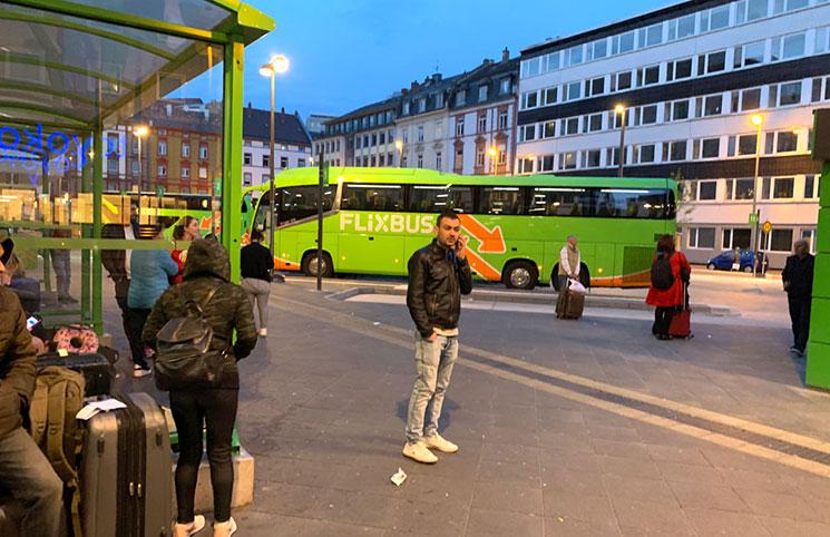 FlixBusのフランクフルト駅南口のバス乗り場