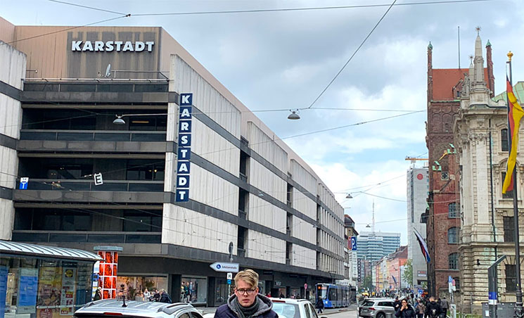 駅前デパート カールシュタット