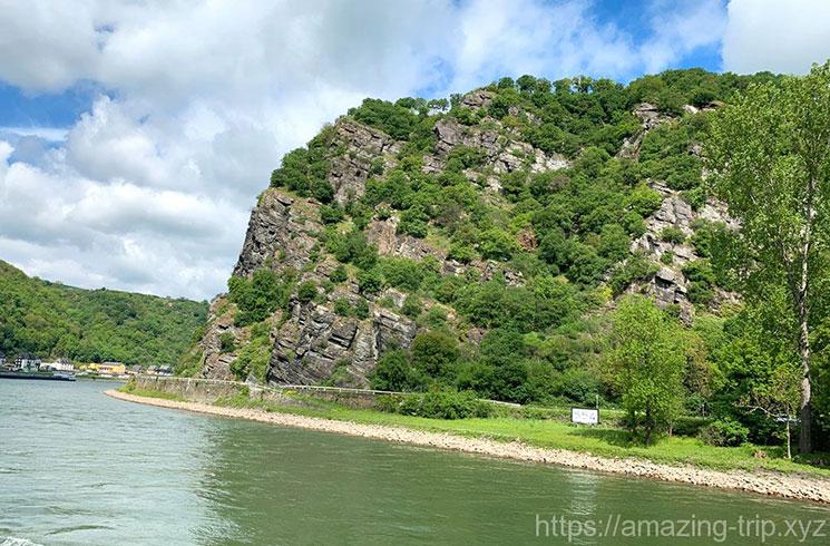 ローレライのがん壁とライン川