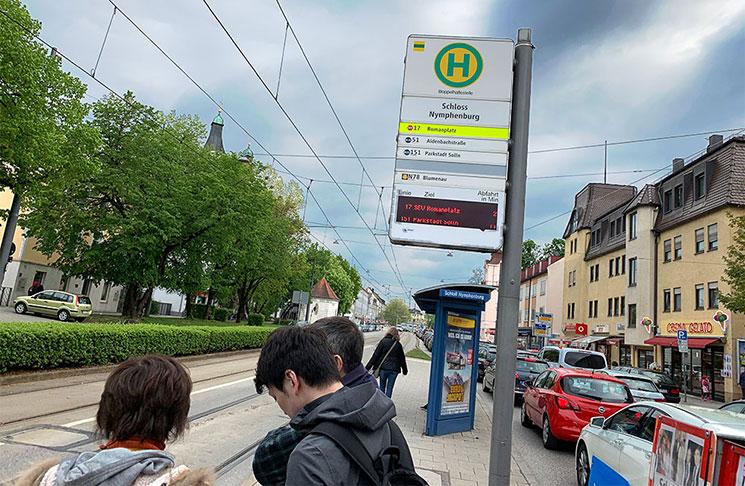 トラム乗り場の標識