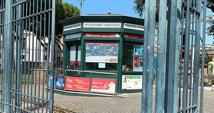 サンタンジェロ城近くのインフォポイント(観光案内所)