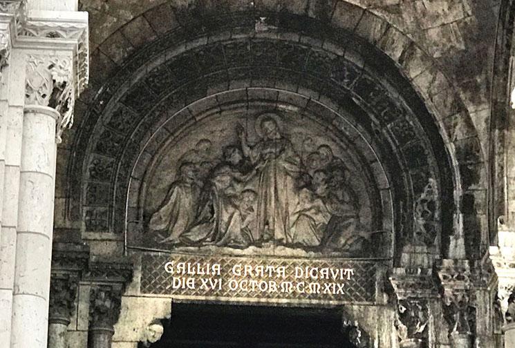 サクレ・クール寺院 入口扉上の彫刻