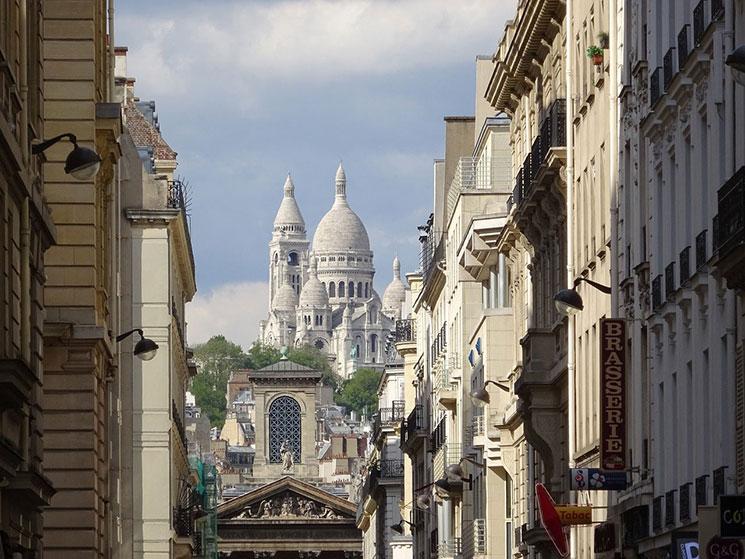 サクレ・クール寺院とモンマルトルの街並み