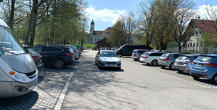 ヴィース教会の駐車場