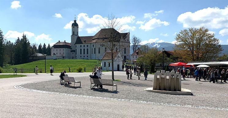 ヴィース教会前の広場