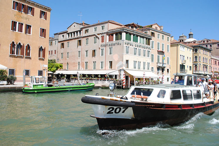 ヴェネチア 運河と水上バス