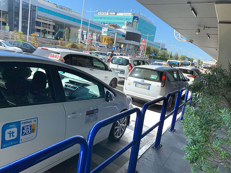 フィウミチーノ空港のタクシー