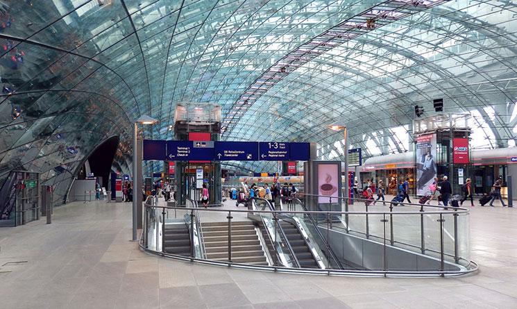 フランクフルト空港 ターミナル内の景観