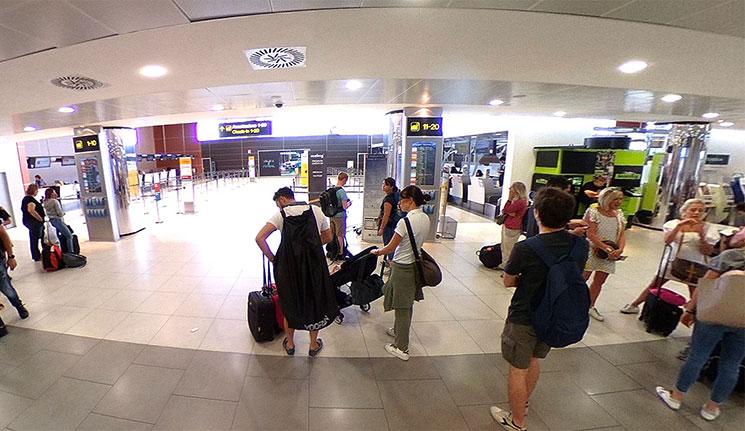 フィレンツェ・ペレトラ空港 2階出発ロビー