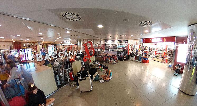 フィレンツェ・ペレトラ空港 1階到着ロビー