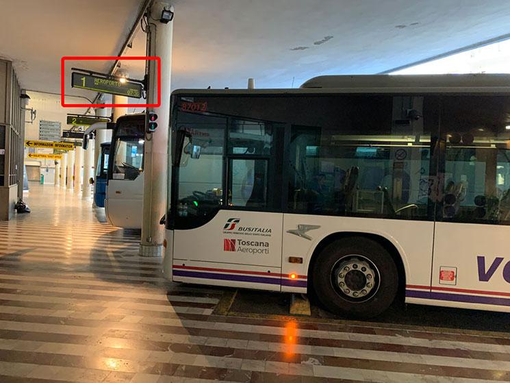 Sita社のバスターミナル 空港行きバスの乗り場