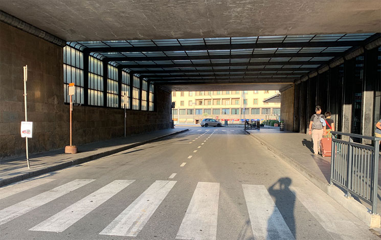 駅前のバスターミナル(tunnel FS bus stop)
