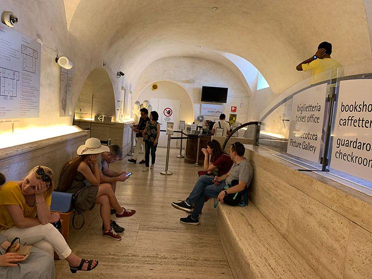 ボルゲーゼ美術館内の待機スペース