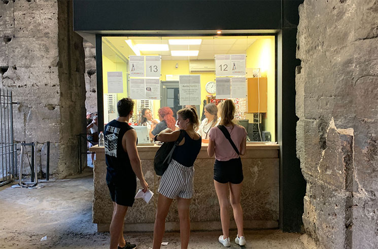 コロッセオのオーディオガイドのレンタルカウンター