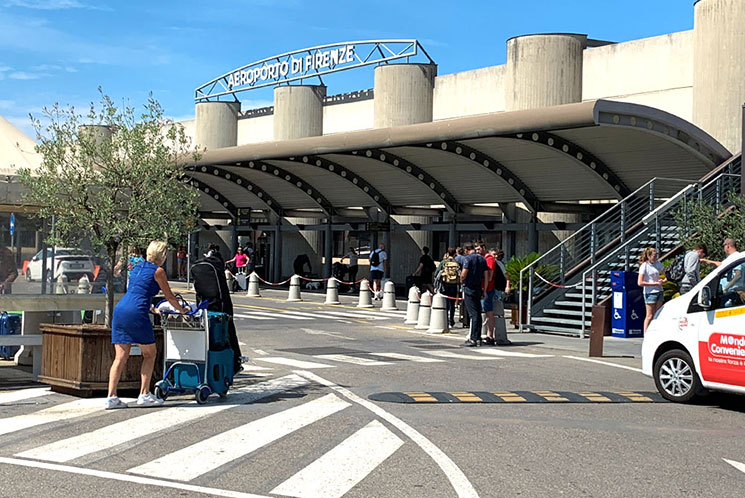 フィレンツェ ペレトラ空港
