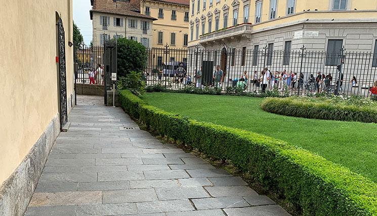サンタ・マリア・デッレ・グラツィエ教会の中庭