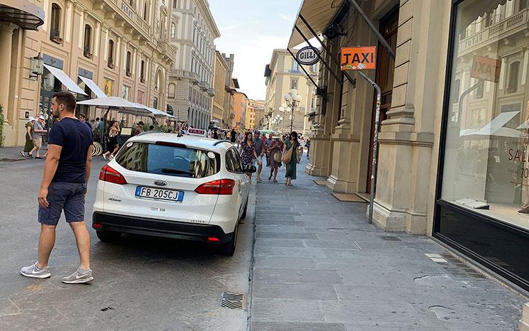 フィレンツェ市内のタクシー乗り場