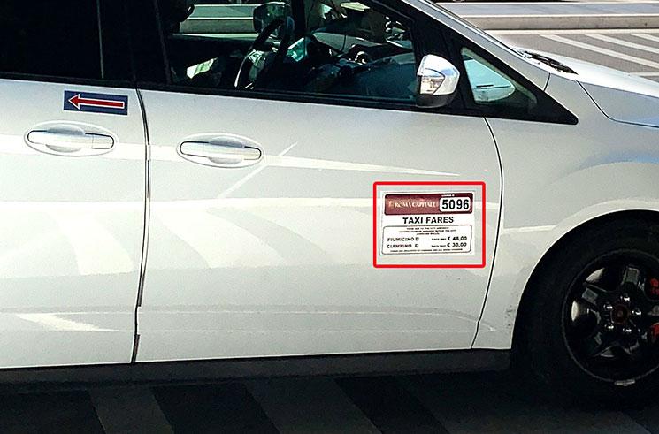 正規タクシーの番号と料金表記