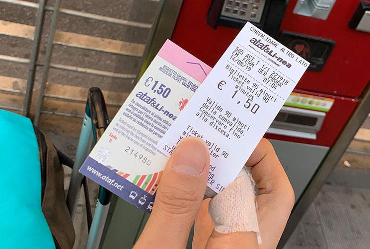 トラムの乗車チケットと領収書