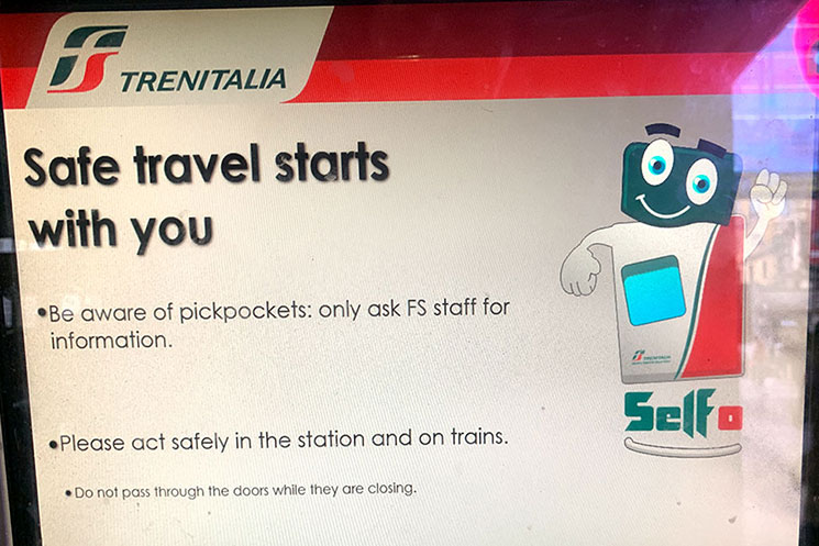 トレニタリアの自動券売機 言語変更画面
