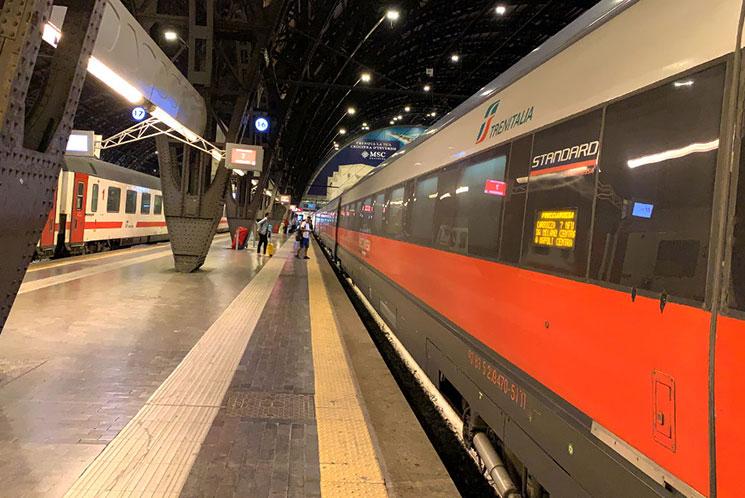 イタリア鉄道の列車乗車ホーム