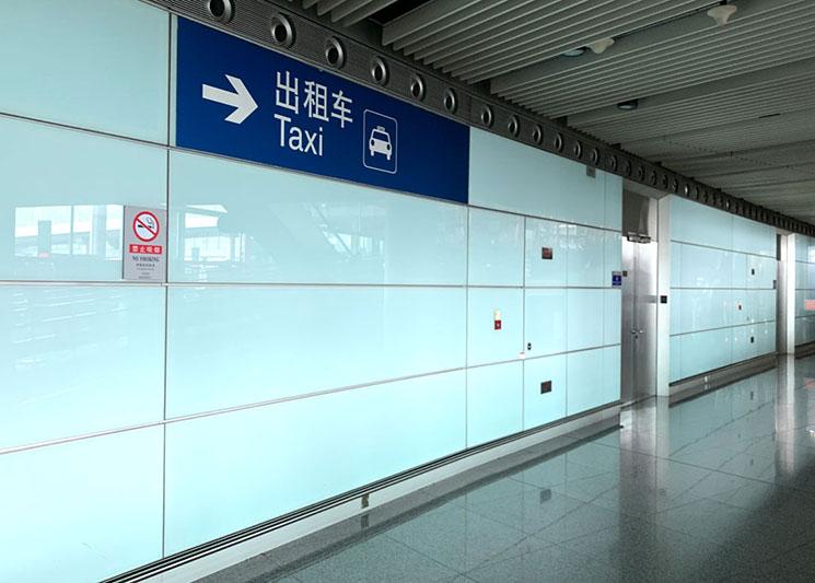 北京空港 タクシー乗り場への案内板