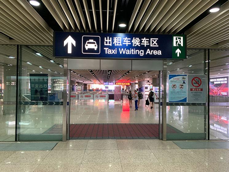 北京空港 タクシー乗り場の入口
