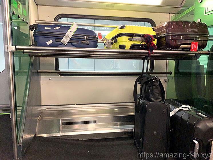 CAT車内 荷物の収納スペース
