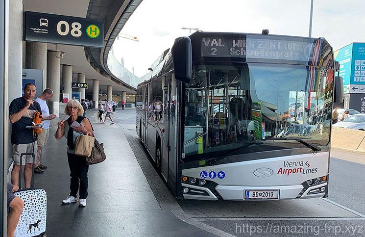 ウィーン空港 シャトルバスの乗り場の景観